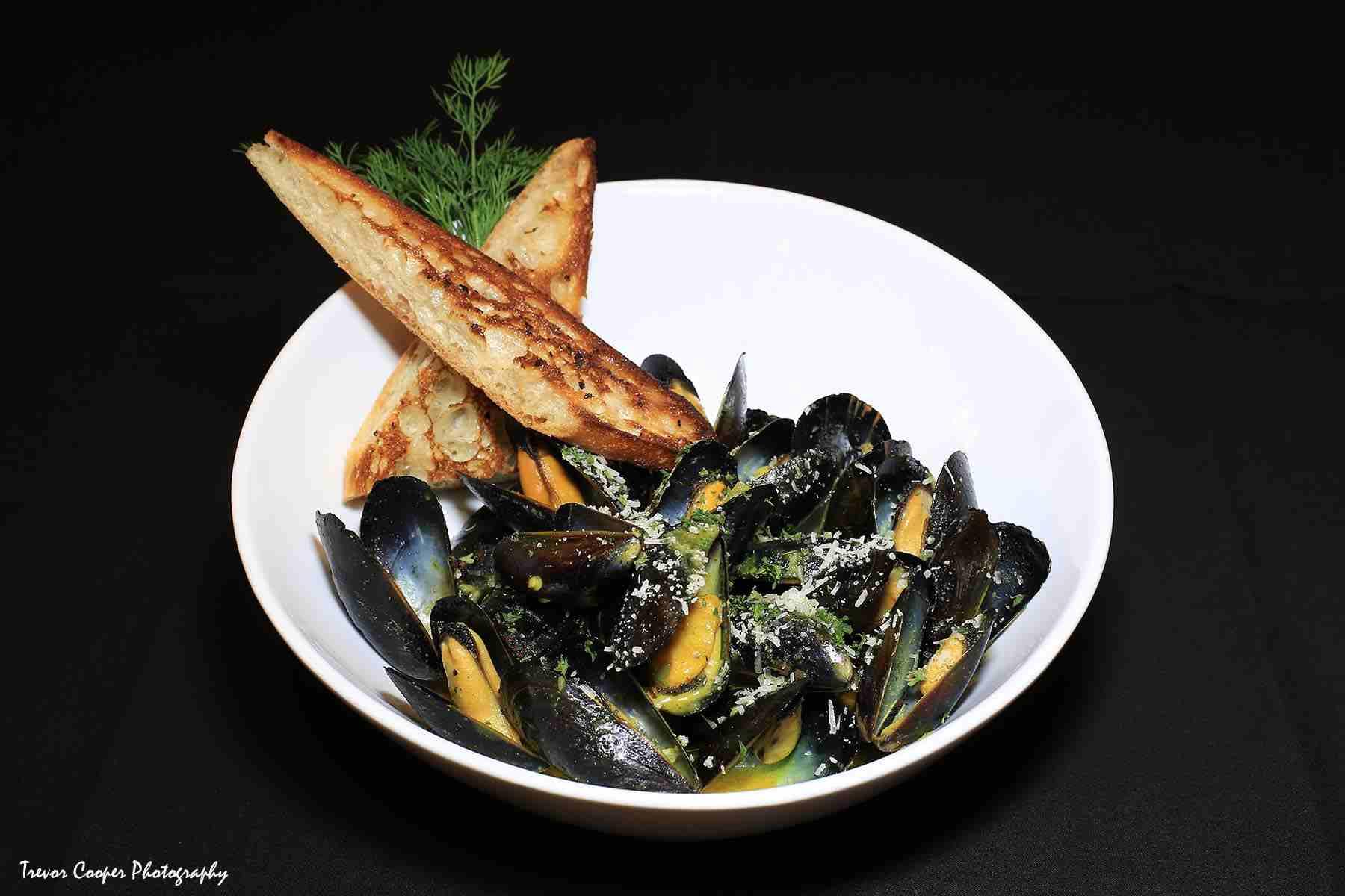 Mussels in white wine garlic